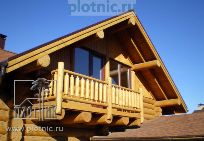 Модный удобный дом с треугольным выступом-эркером в гостиной
